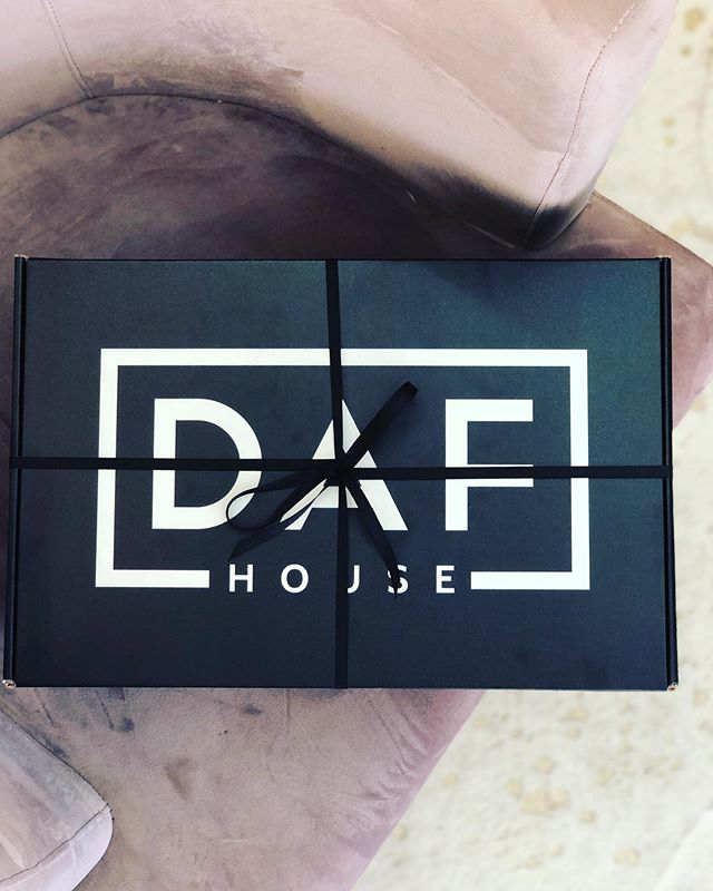 What's in the box?? Swipe left to find out!🖤👆🏽xo . . . #dafhouse #lifestyleshop #studiocity #venturablvd #shopsmall #shoplocal #dafgifting
