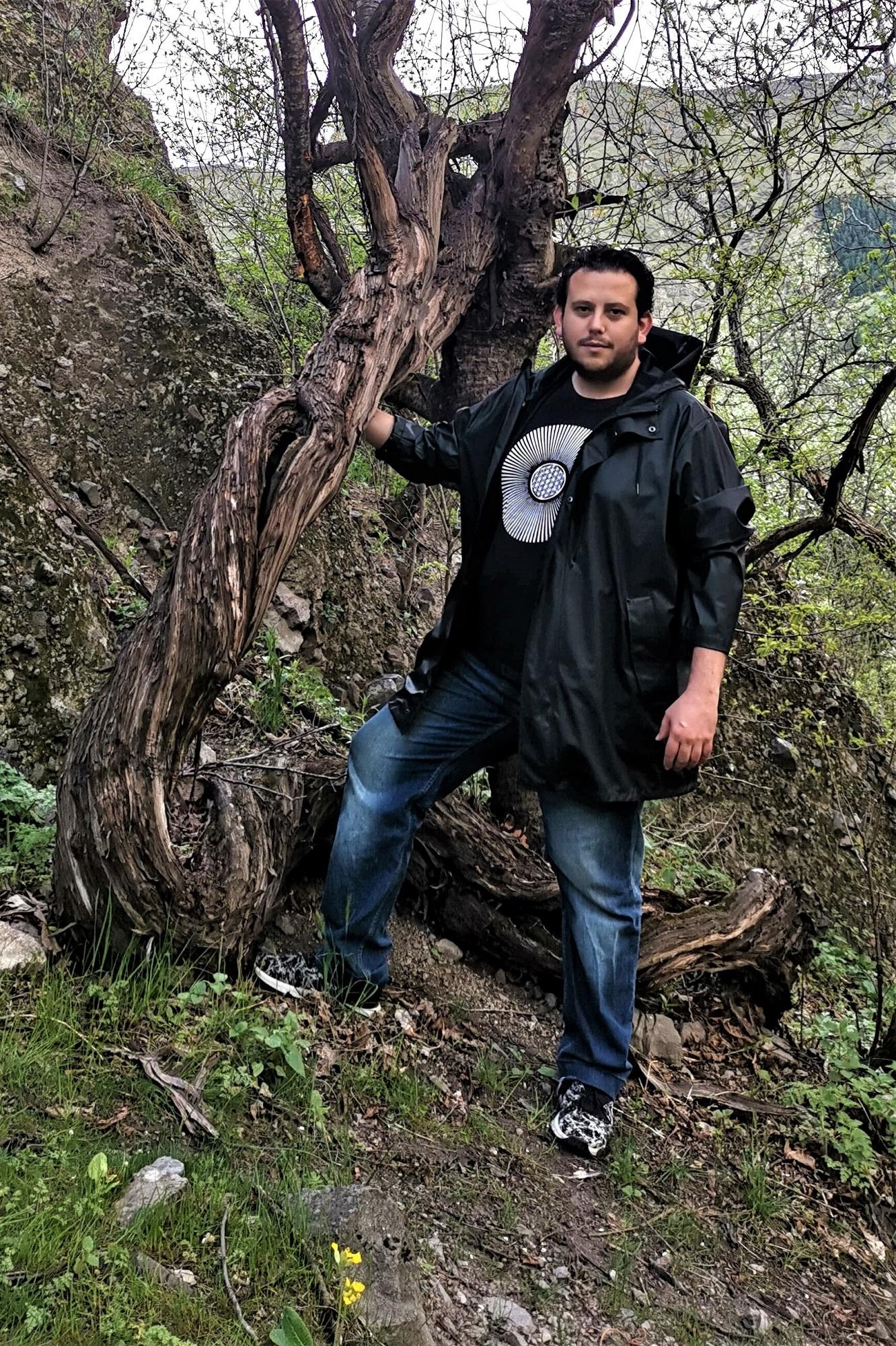 Felix Chamorro med en 400 år gammel vinplante… godt nok i Georgien, men alligevel…