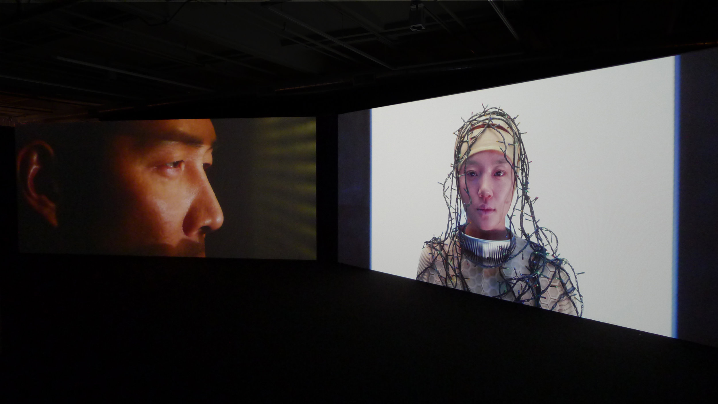 """The film EL FIN DEL MUNDO is premised on a future in which the survival of the human race is threatened due to drastic changes in the Earth's environment. The two-screen video installation asks back: in the end, what form and posture will the last remaining art take on, as seen through the artwork of an artist standing at the verge of death and at the final moment of a human catastrophe? What is the meaning of art that examines the process in which the """"new"""" humans, having been reborn following the disappearance of all our current values, realize an aesthetic consciousness and gain a self-awareness about art? Through the artists' recollections and discussion of the issues that were pertinent to the state of the world previously known to them, and their attempt to suggest what the definition and concept of aesthetics may be when all has changed, an introspective examination of current social structures and their irrationality is presented. Starring Lee Jung-jae and Yim Soo-jung, this film reveals the nexus between the image of the world's last remaining art and an art that announces new birth.  影片《世界末日》以这样一个未来为前提——由于地球环境的急剧变化,人类的生存受到了威胁。这部双频影像装置反问道:从面临死亡的艺术家所创作的作品和人类灾难的最后一刻来看,世界上留存下来的最后的艺术会呈现出怎样的形式和姿态呢?那些审视在我们当前价值观消失后重生的""""新""""人类实现其美学意识、并获取一种对艺术的自我认知的过程的艺术,它们的意义又何在呢?通过对先前已知世界状态等相关议题的的回忆和探讨,以及对大变革之后美学的定义与概念之可能的常识性解答,两位艺术家对当前社会结构及其非理性的特点进行了自我审视。这部影片由李政宰和金来元出演,揭示了旧世界最后之艺术以及新世界最初之艺术之间的联结。  《世界末日》,2012年,双频高清电影,13分35秒 El Fin Del Mundo, 2012, 2 channel HD film, 13 mins 35 secs"""