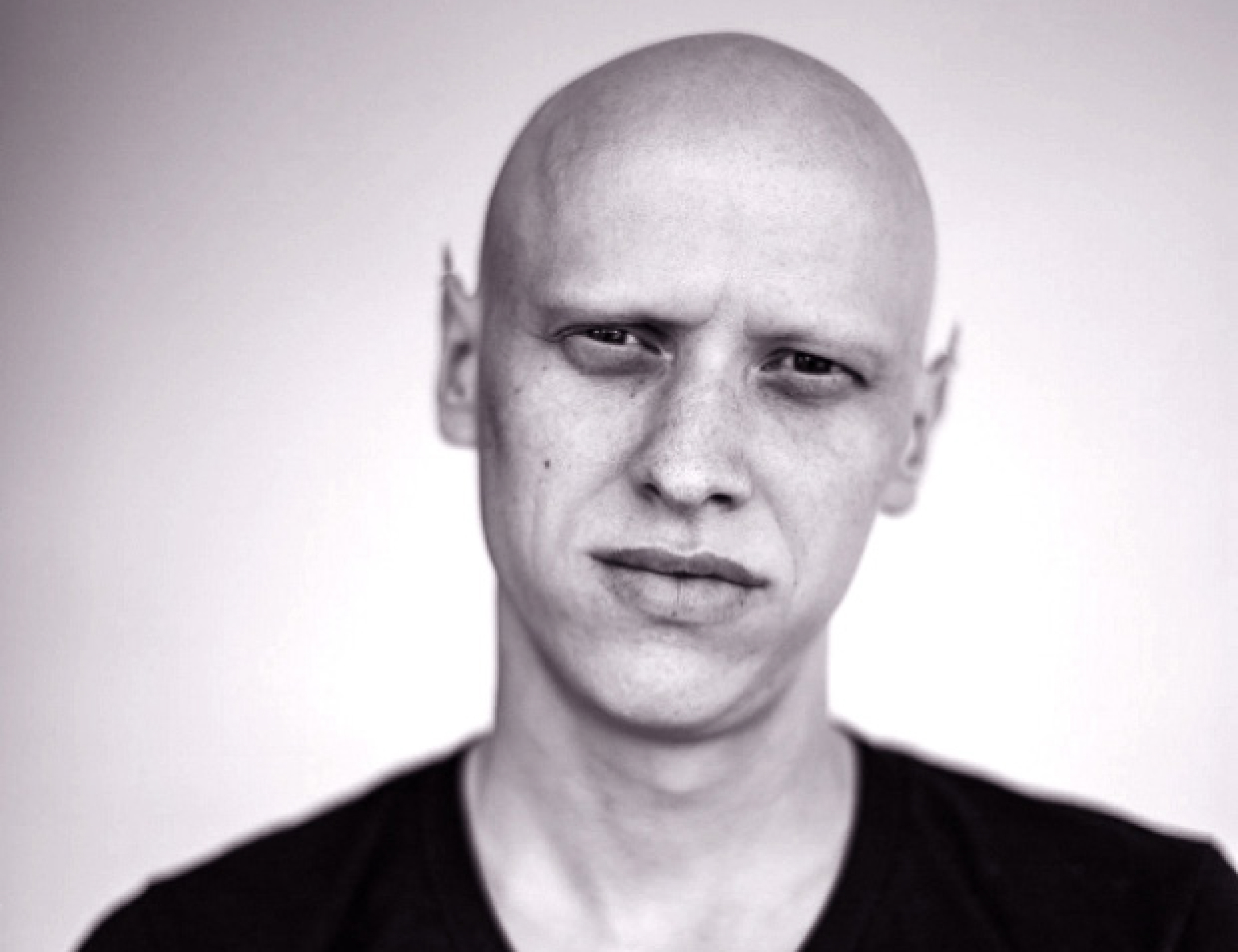 "丹尼尔·弗兰克  丹尼尔·弗兰克,德国卡尔斯鲁厄国立设计学院(Karlsruhe University of Arts and Design)媒体艺术系助教,德国魏玛包豪斯大学(The Bauhaus-Universität Weimar)的博士候选人,""电子艺术与表演实验室"" (Lab for Electronic Arts and Performance) 的创始人之一。  Daniel Franke  Daniel Franke is teaching at Karlsruhe University of Arts and Design. He is the Doctoral candidate of The Bauhaus-Universität Weimar, also is one of the founders of LEAP (Lab for Electronic Arts and Performance)."