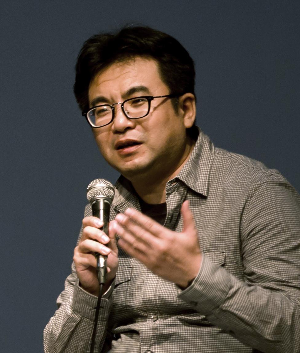 曹恺  媒体艺术与电影的研究者和实践者。居住并工作在中国南京。  早年毕业于南京艺术学院,曾在南京电视台工作多年,现供职于江苏第二师范学院及江苏教育科学研究院。2000年后以独立身份从事媒体艺术与电影的工作,其工作方式涉及创作、教育、批评写作、策展研究等,具体工作方向指向实验电影、纪录片、录像艺术、新媒体艺术等方面。  Cao Kai  A scholar and artist about media-art and film. Live and work in Nanjing, China.  After graduating from Nanjing Academy of the Arts in 1992, he worked in Nanjing TV Station for ten years, He work for Jiangsu Second Normal University and Jiangsu Education Scientific Institute now. He established his Studio in Nanjing in 2000, whose work includes the creation, criticism, historical research, exhibition, and education of experimental films and video art, associating with other fields, such as documentary, new media art and digital art.