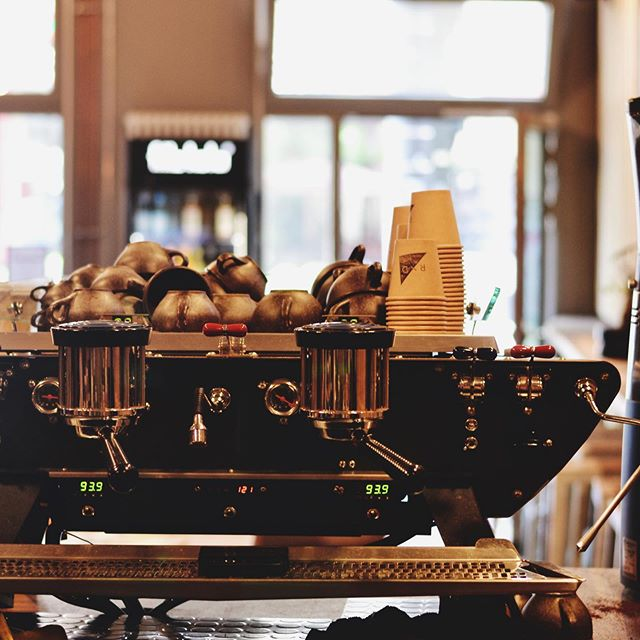 ☕R/D is a specialty coffee shop and craft beer bar right in the heart of Mitte. ⠀⠀ 📍Located on the ground floor of Silicon Allee's startup campus, we are open from early morning until evening, serving up some of the best coffees and beers from Berlin and beyond!⠀⠀ ————————————————————————⠀⠀ #rdcoffeebar #rdcoffee #coffeeberlin #coffeeinberlin #berlincafe #coworkingberlin #coworkingspace #berlin #berlincity #coffeeshop #coffeebar #coffeeholic #working #startup #berliner #berlincoffee #kaffeeberlin #kaffeeliebe #kaffeerösterei #kaffeepause #berliner⠀⠀