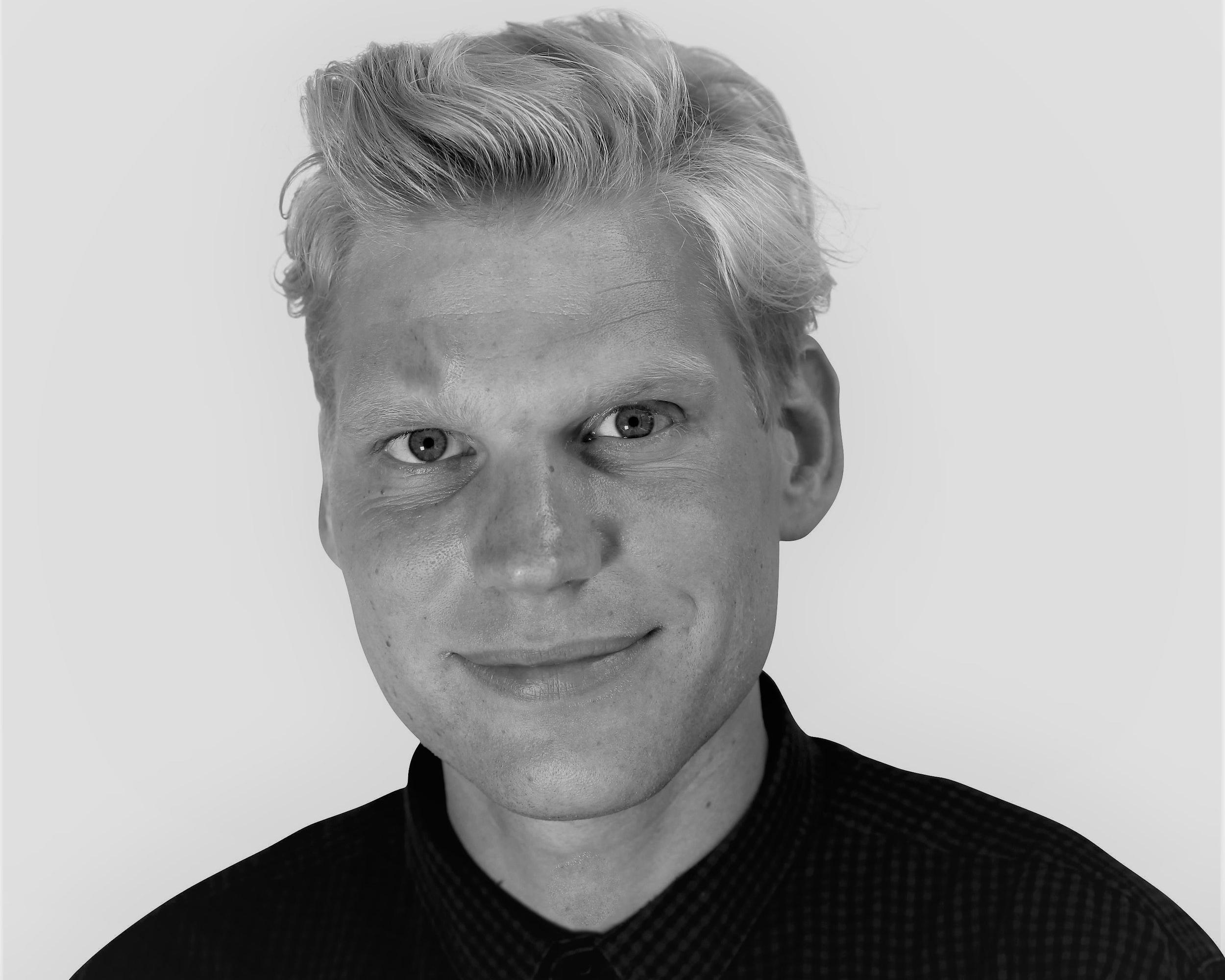 LAUST LETH-GREGERSEN   BESTYRELSESMEDLEM  Laust er politisk chef i Red Barnet og arbejder for at sikre, at børns rettigheder ifølge FNs børnekonvention bliver respekteret i dansk og international lovgivning og administration. Han er formand for  Globalt Fokus , der er en samlende platform for 80 danske foreninger og folkelige organisationer, der er engageret i internationale udviklings-, miljø- og humanitære aktiviteter.  Laust har tidligere været sekretariatsleder i Concord Danmark, der er en sammenslutning af flere end 1.800 europæiske udviklings- og nødhjælpsorganisationer.