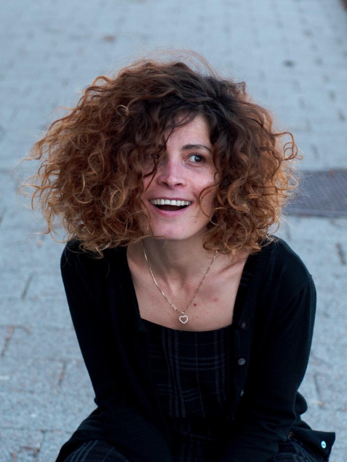 DARIN HANSEN A.K.A. DARO   Filminstruktør   Daro studerede journalistik på Damaskus universitet, og har arbejdet med et utal af forskellige medie-platforme. Hun har arbejdet med historie- og filmprojekter for børn og unge i Libanon, Jordan, Syrien og Grækenland. Pt. arbejder hun på en dokumentarfilm om syriske flygtninge i Libanon.
