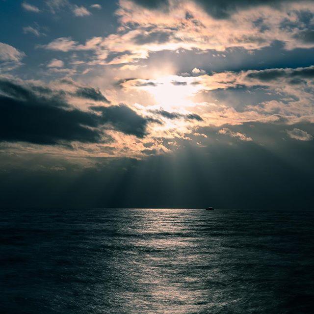 Un peu de soleil entre les nuages . . . . .  #lutry #nikonz6 #nikonswitzerland #ndfilter #myswitzerland #igerslausanne #photoclublausanne