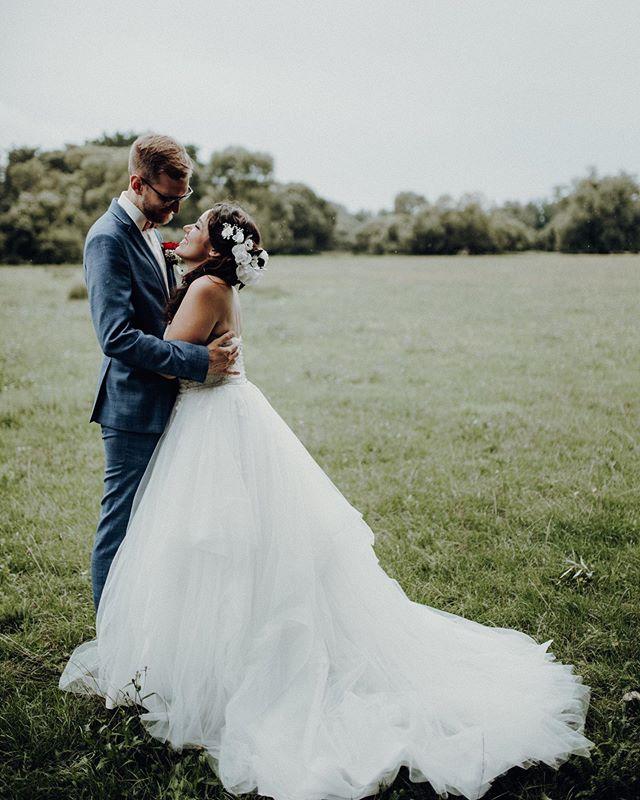 Love is in the nature ;) #nuremberg #hochzeitskleid #fotografienürnberg #hochzeitsfotografie #fotoundliebe #weddingphotograph #naturloves #nürnbergliebe #bayerischeportraitfotografie #filmundvideo #deutschlandfotograf