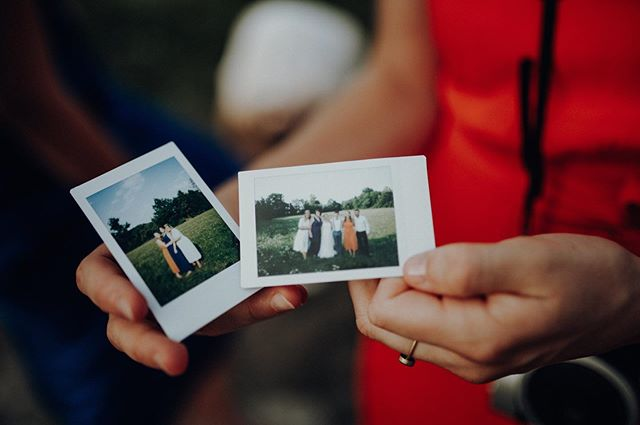 when the sun went down and the bride and grooms best friends got together we couldn't resist taking out the instax...📽 . . #nurembergphotographer #welovelight #thebuitragos #welivetoexplore #planetdiscovery #shootandshare #naturesbeauty #nurembergweddingphotographer #nurembergwedding #miniinstax #instaxminiwedding