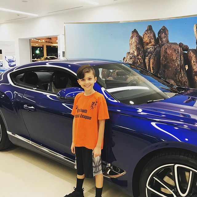 Checking out the new Bentley GT with @ryanlevelup @imagine.lifestyless #coolcars #bluebentley #bentleycontinentalgt #newbentleycontinentalgt #myride #iwishicoulddrive #loveit