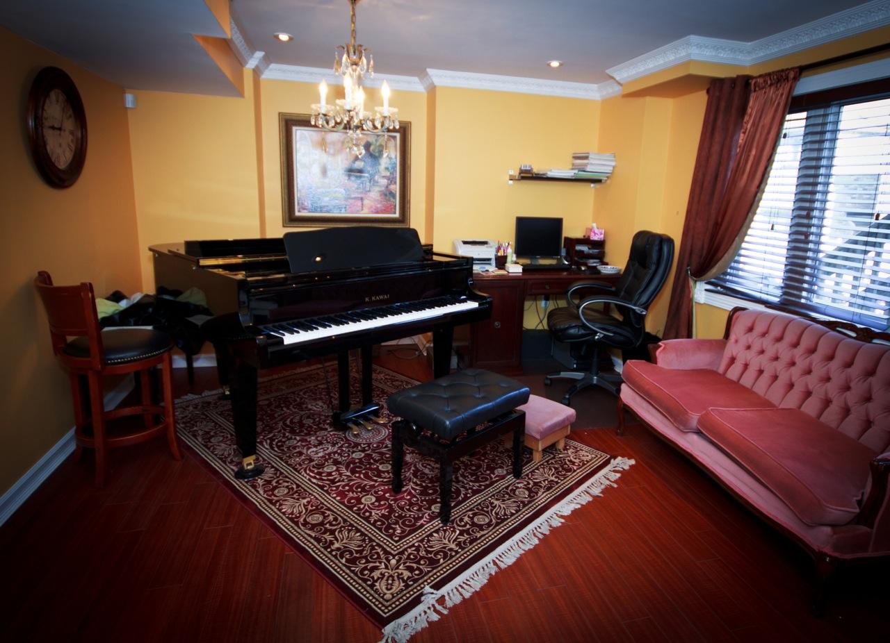 piano (1 of 1).jpeg