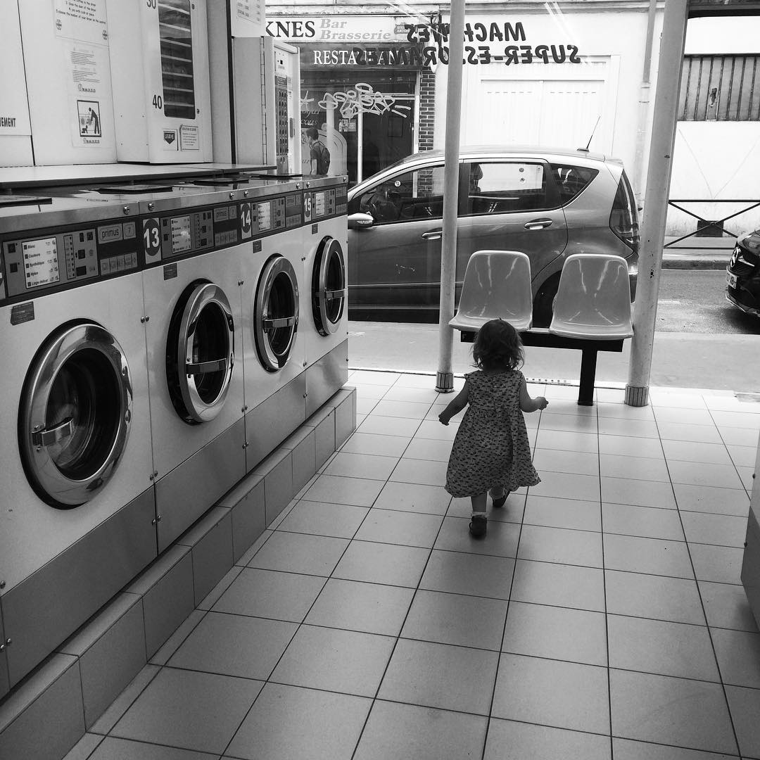 French kids even look better in laundromats