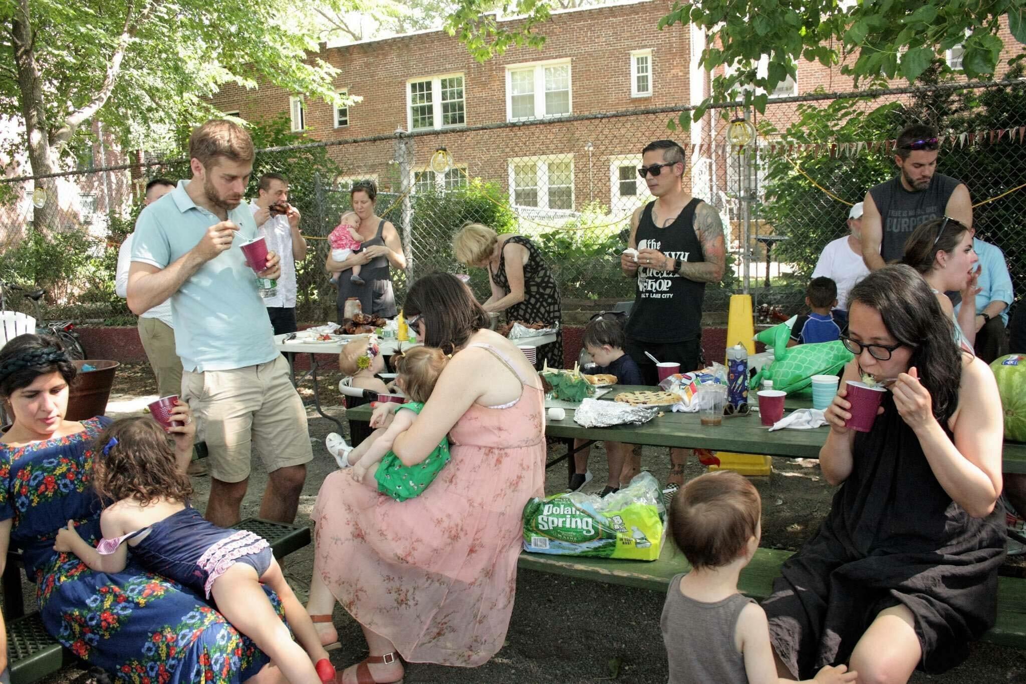 These people in DA zone! Sunnyside Garden's Park.
