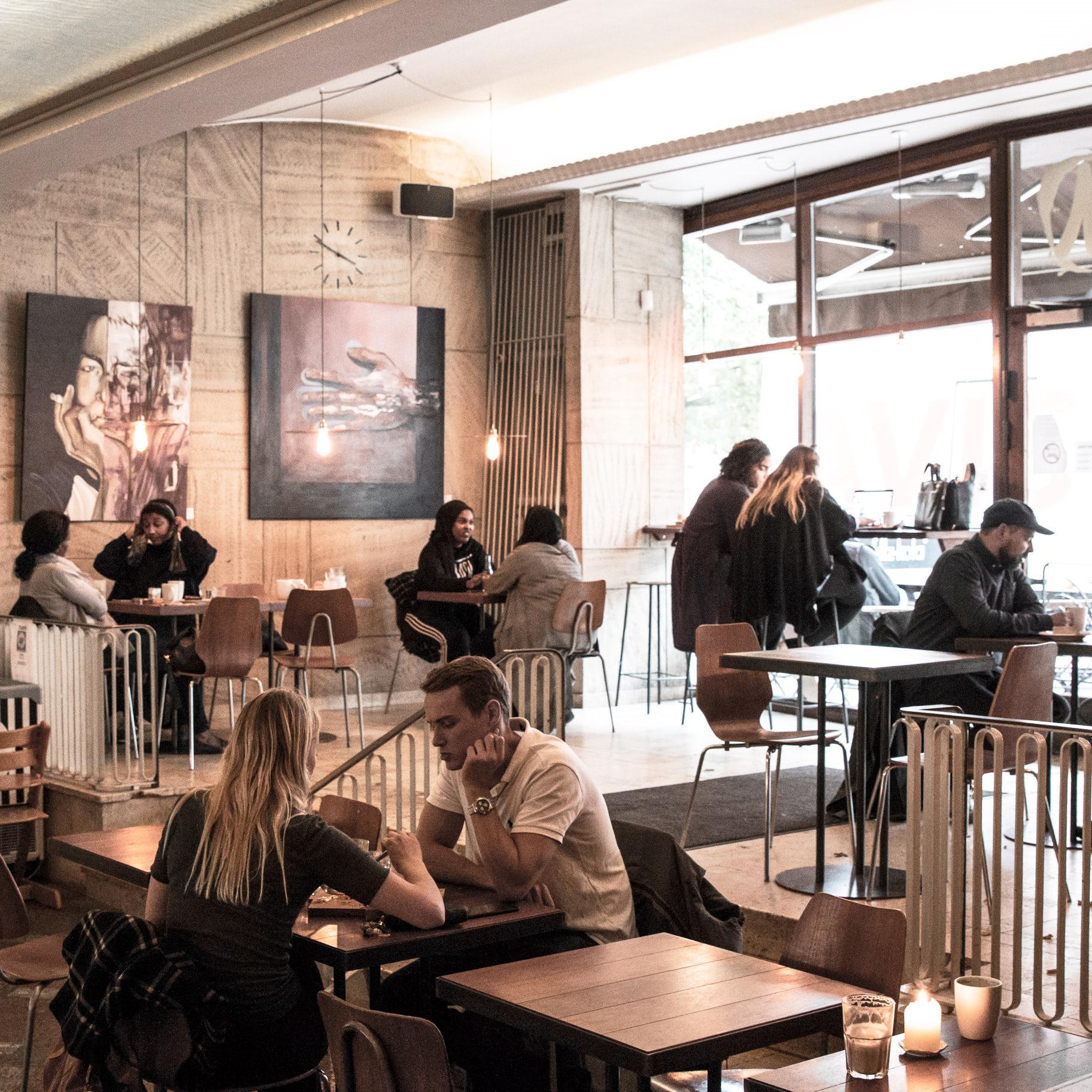 - Hos Mokkariet på Nørrebro er kvaliteten og velsmagen altidhøjeste prioritet - uanset om du vælger at nyde vores omhyggeligt bryggede kaffe, vores smukke kager eller vores udvalg af morgenmad, suppe og sandwiches.
