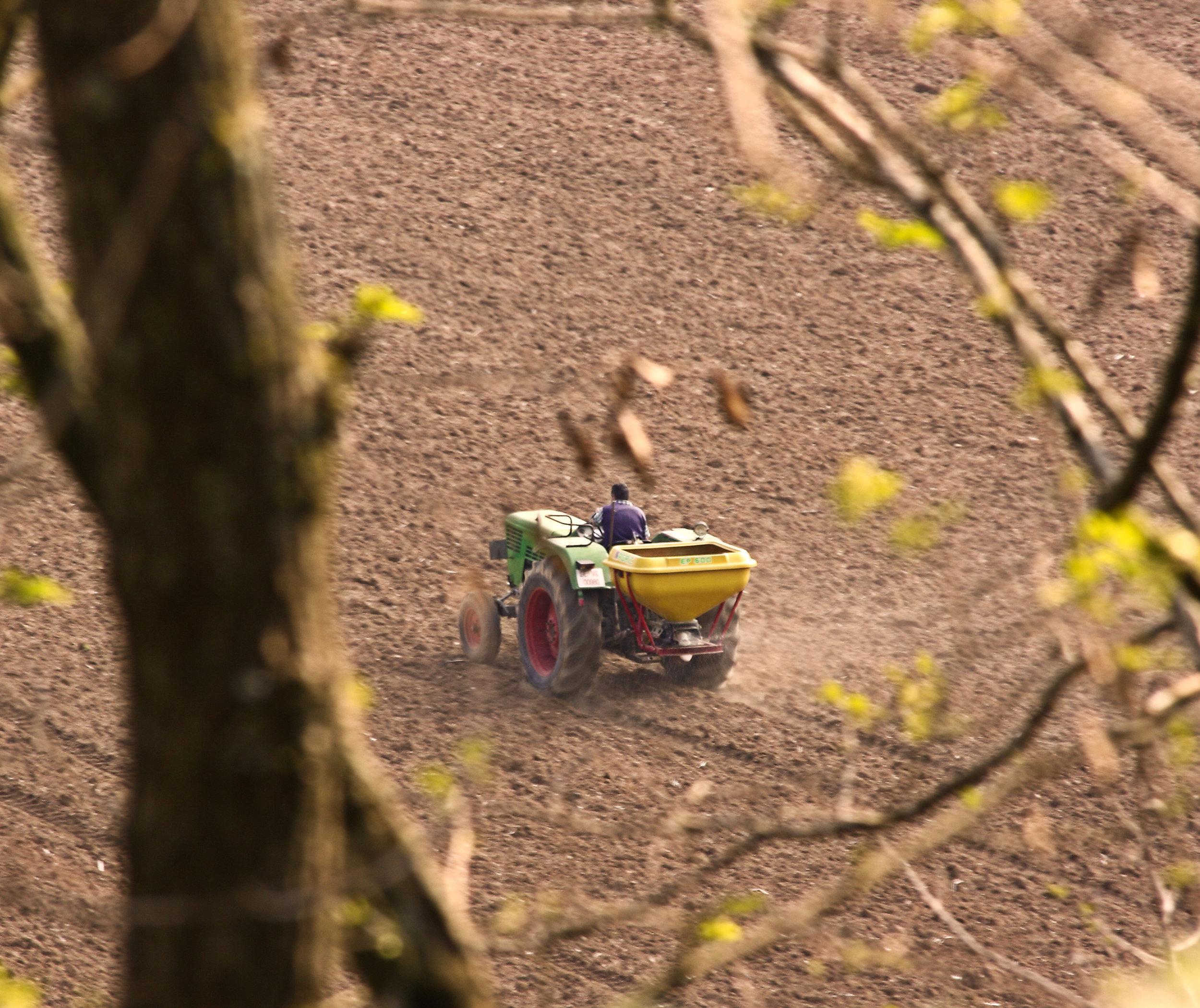 farmer-on-a-tractor_f1tm-SDu.jpg