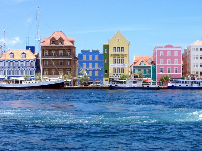 Willemstad_harbor-660x494.jpg