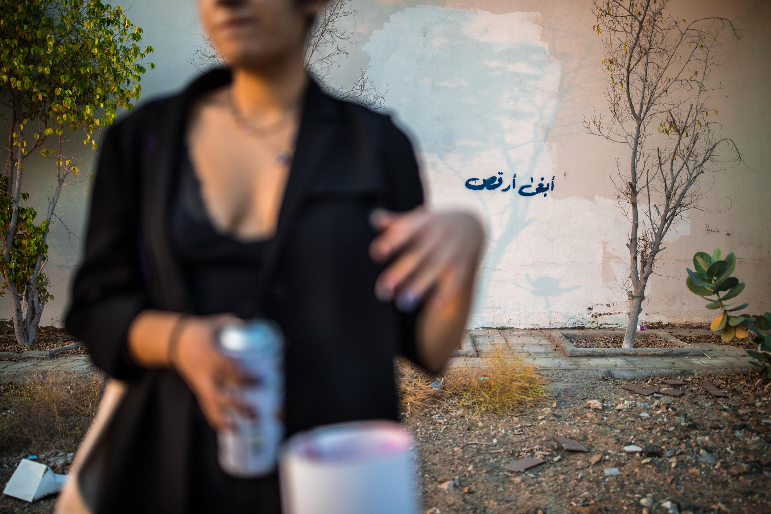 »Jag vill dansa«, sprejar konstnären Zahra på en vägg i Jeddah.