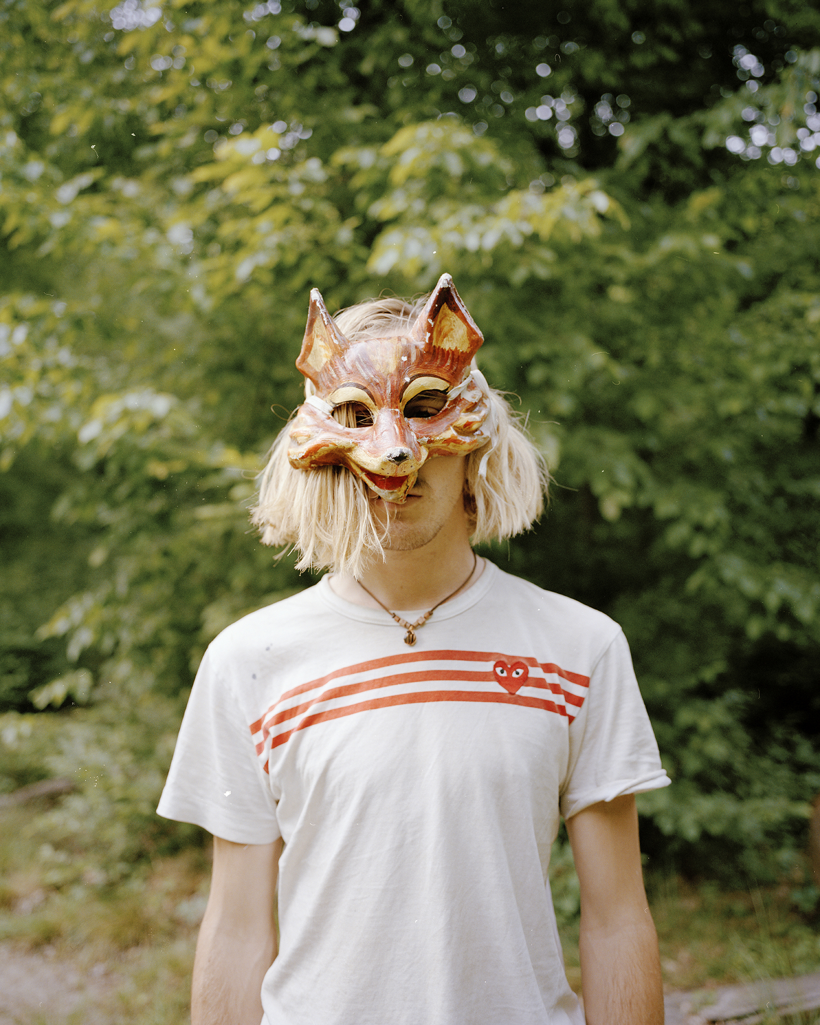 - Många av aktivisterna vill vara anonyma och är därför maskerade.