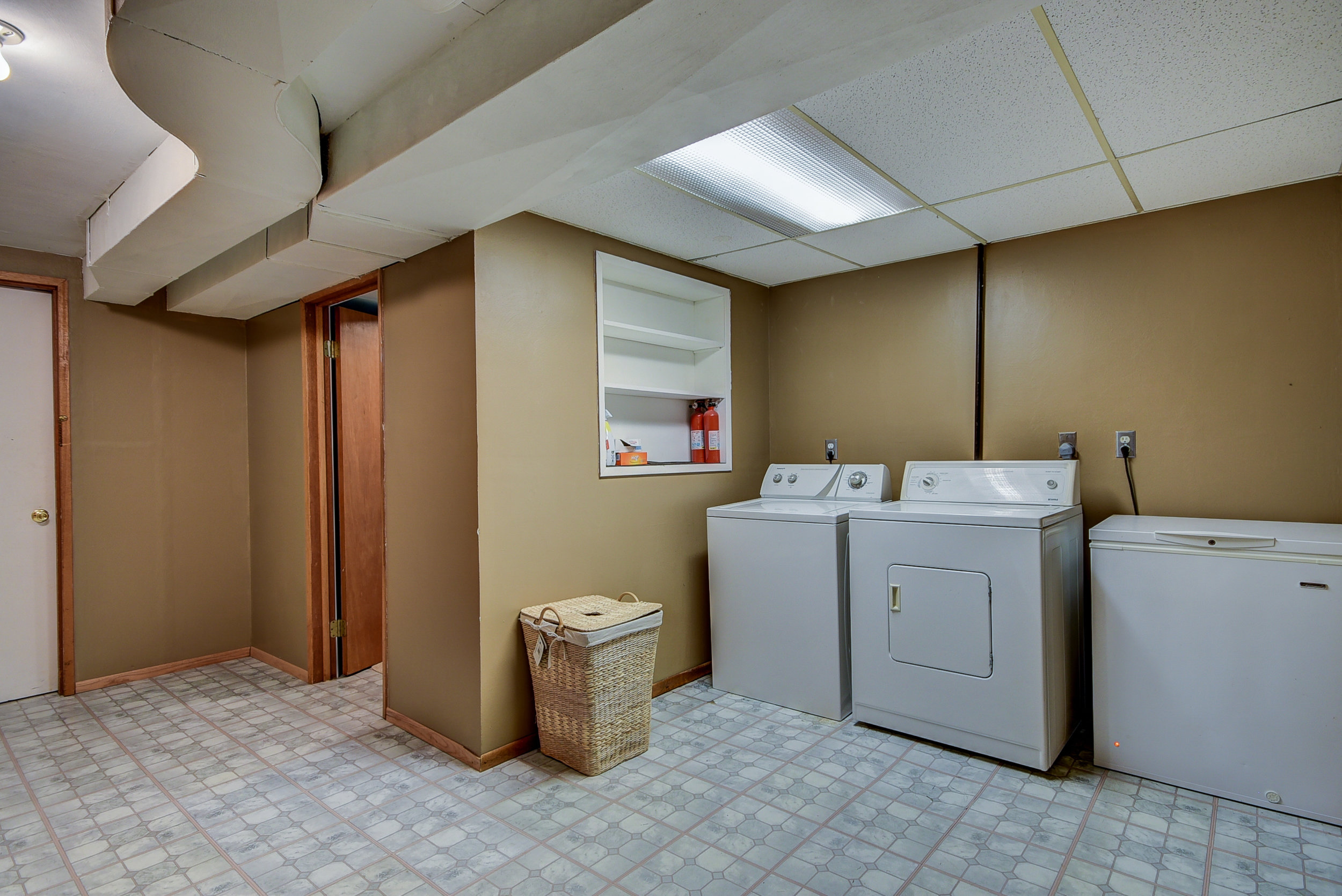 HUGE utility room downstairs!