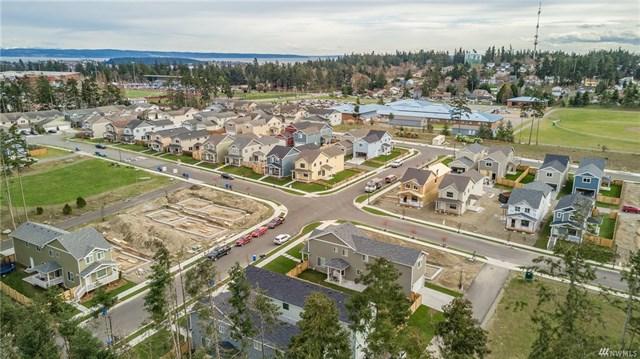 Wow! The common area is the middle field on the left, a top-tier elementary school is on the right, & the high school is within easy reach...perfect proximity to work, school, & play!............