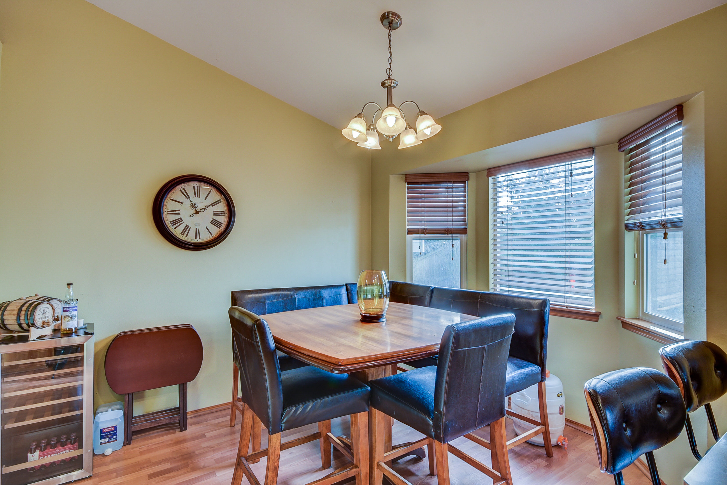 The dining room is spacious & comfortable--with high ceilings & tons of natural light...
