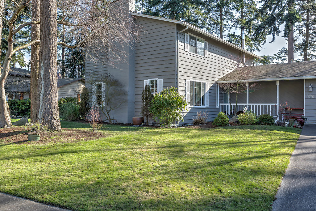Welcome to 1075 NW Kitsap Terrace!