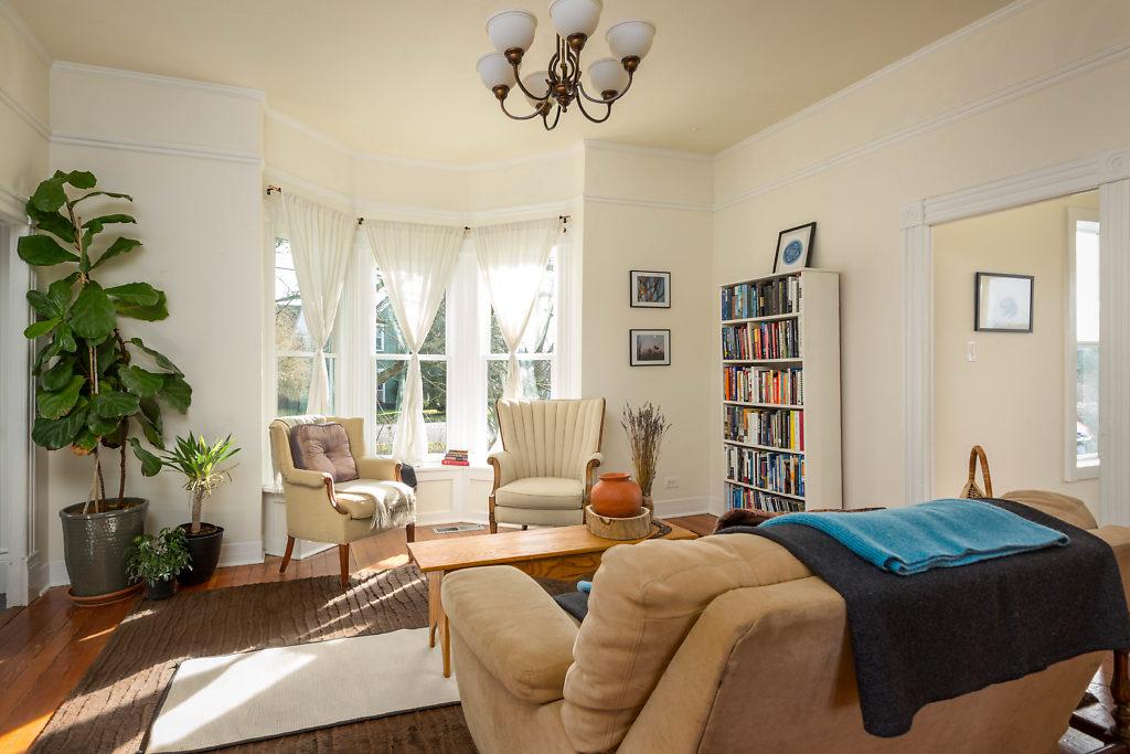 Beautiful 10' ceilings, bay window, wood floors...natural light...beautiful...