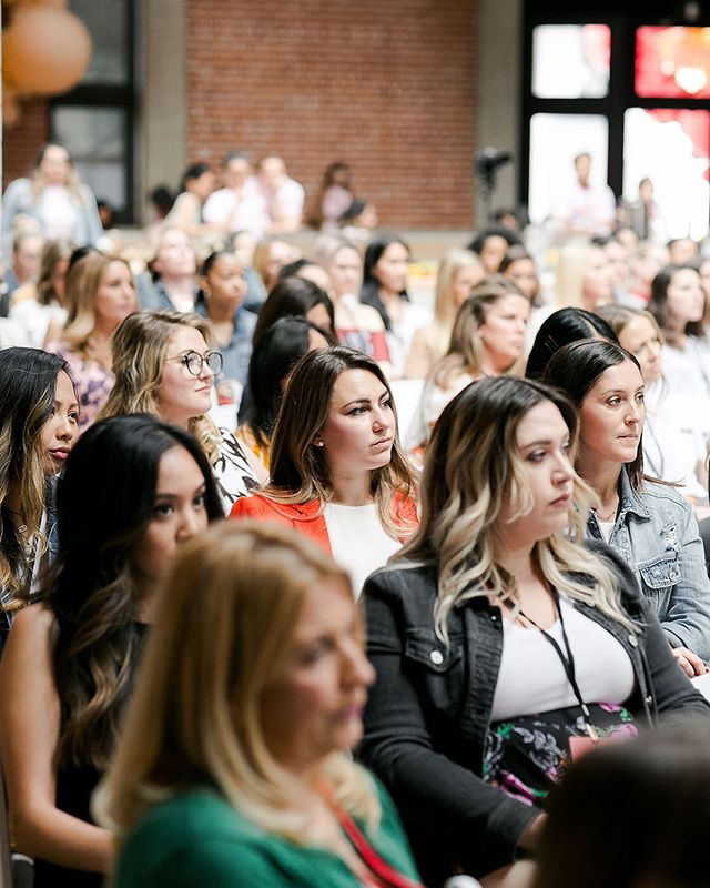 """This Conference for Modern Female Leaders Had the Best Tips""✨ . Today, @thevenuereport published an article on us, recapping their favorite leadership tips from the Gritty Leadership Conference! They covered: • The Shine Theory • Leading Change in 2 Steps • Managing with Integrity, and so much more! . Tap the link in bio for the full recap. 🙌🏽 Photo by @jackiewondersphoto"
