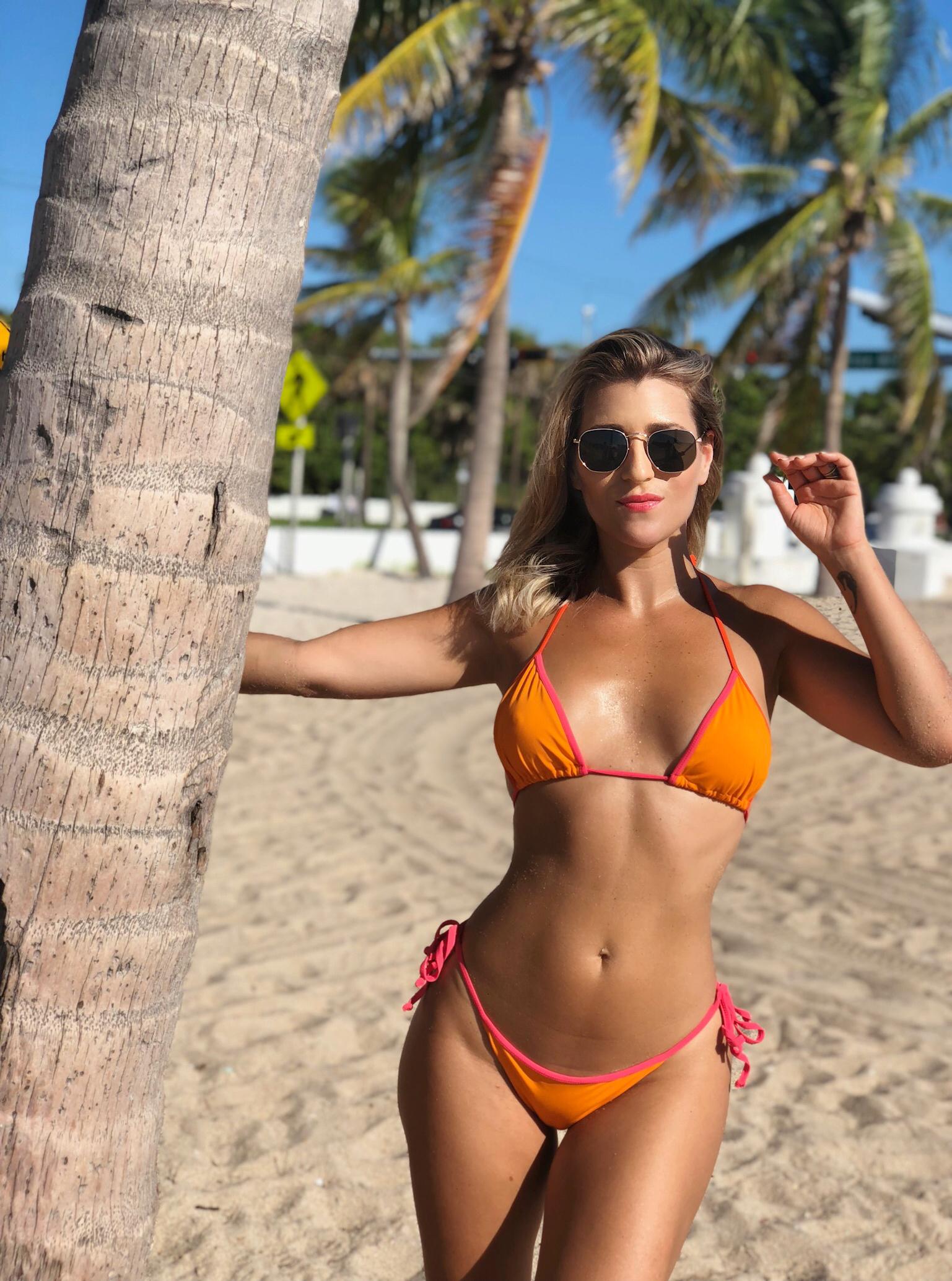 string bikini, string bikini top, string bikini bottom