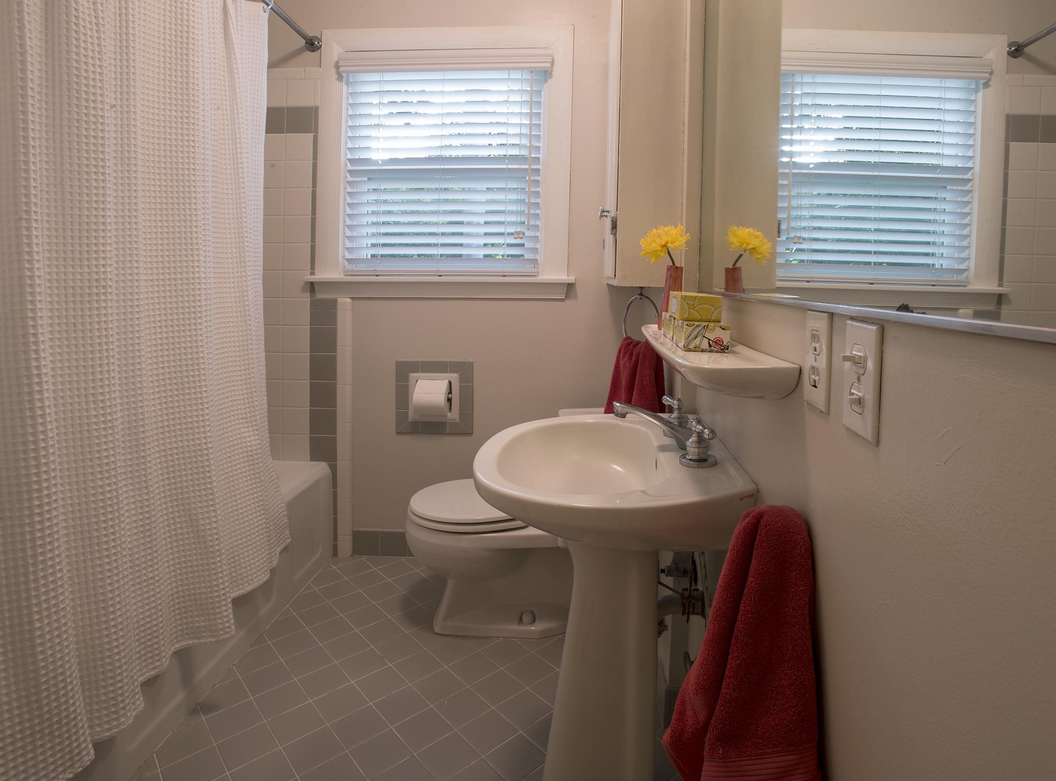 Hullin, Bathroom.jpg