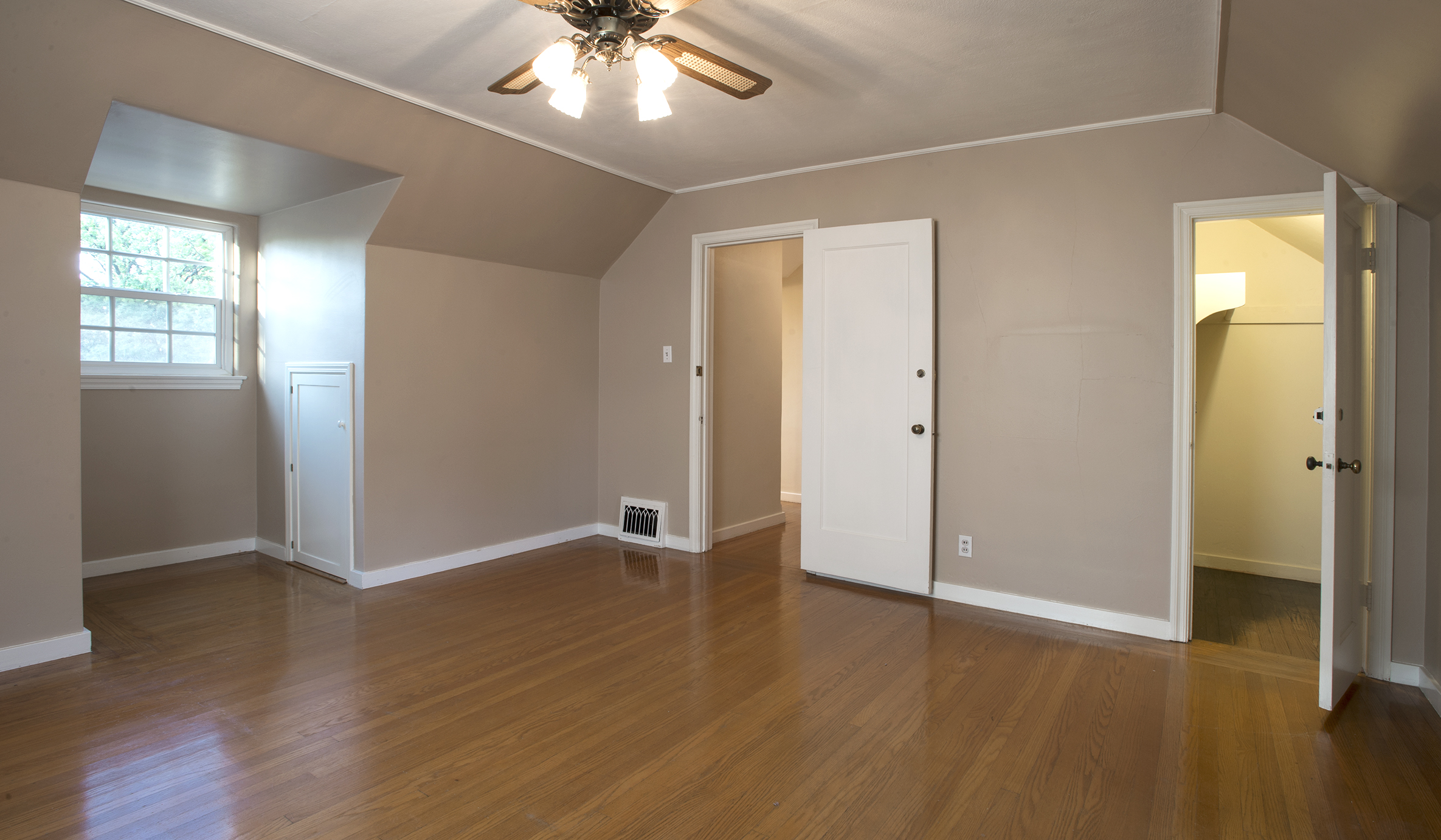 11th Ave, Bdrm, diff angle.jpg