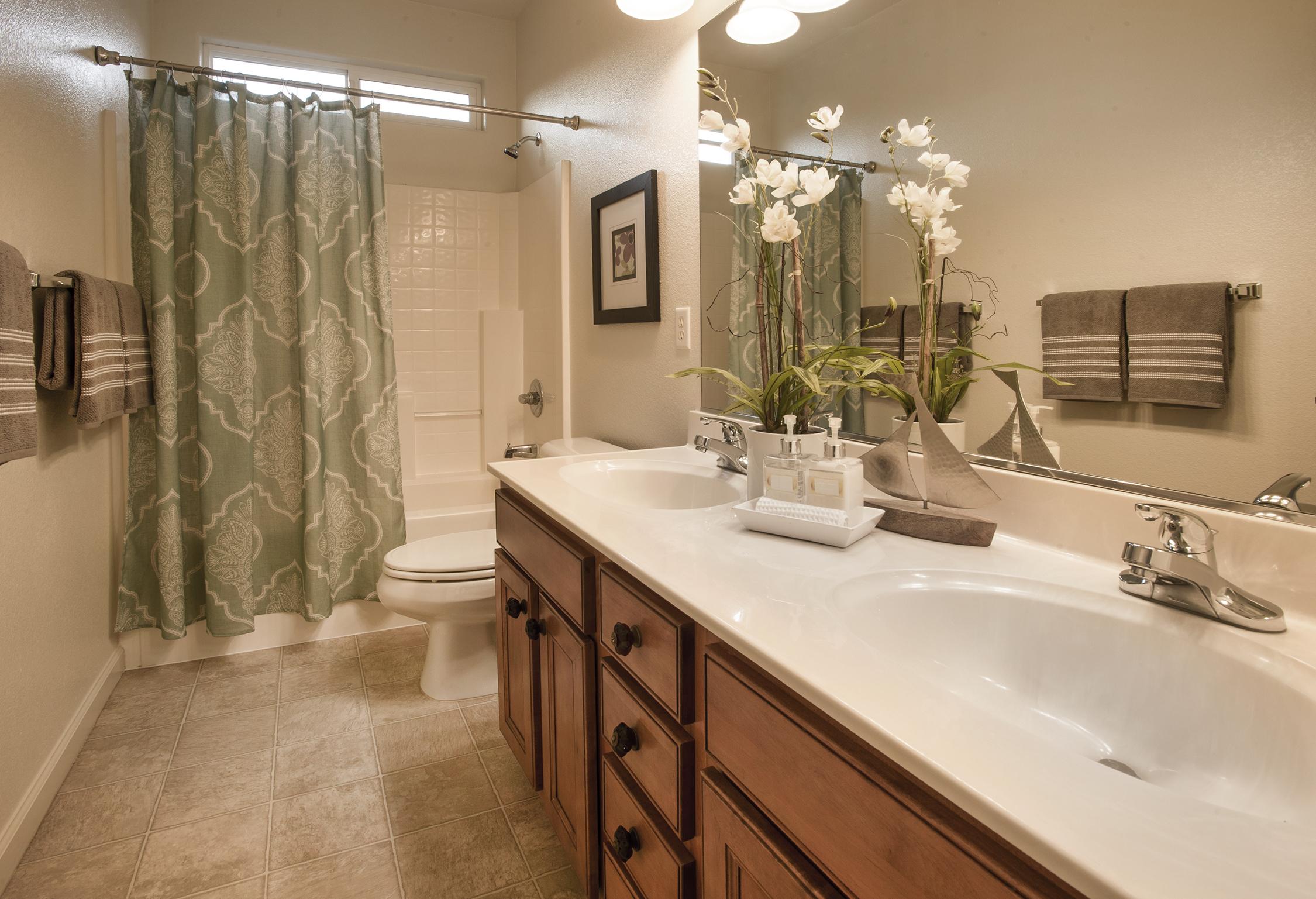 Hall Bath2.jpg