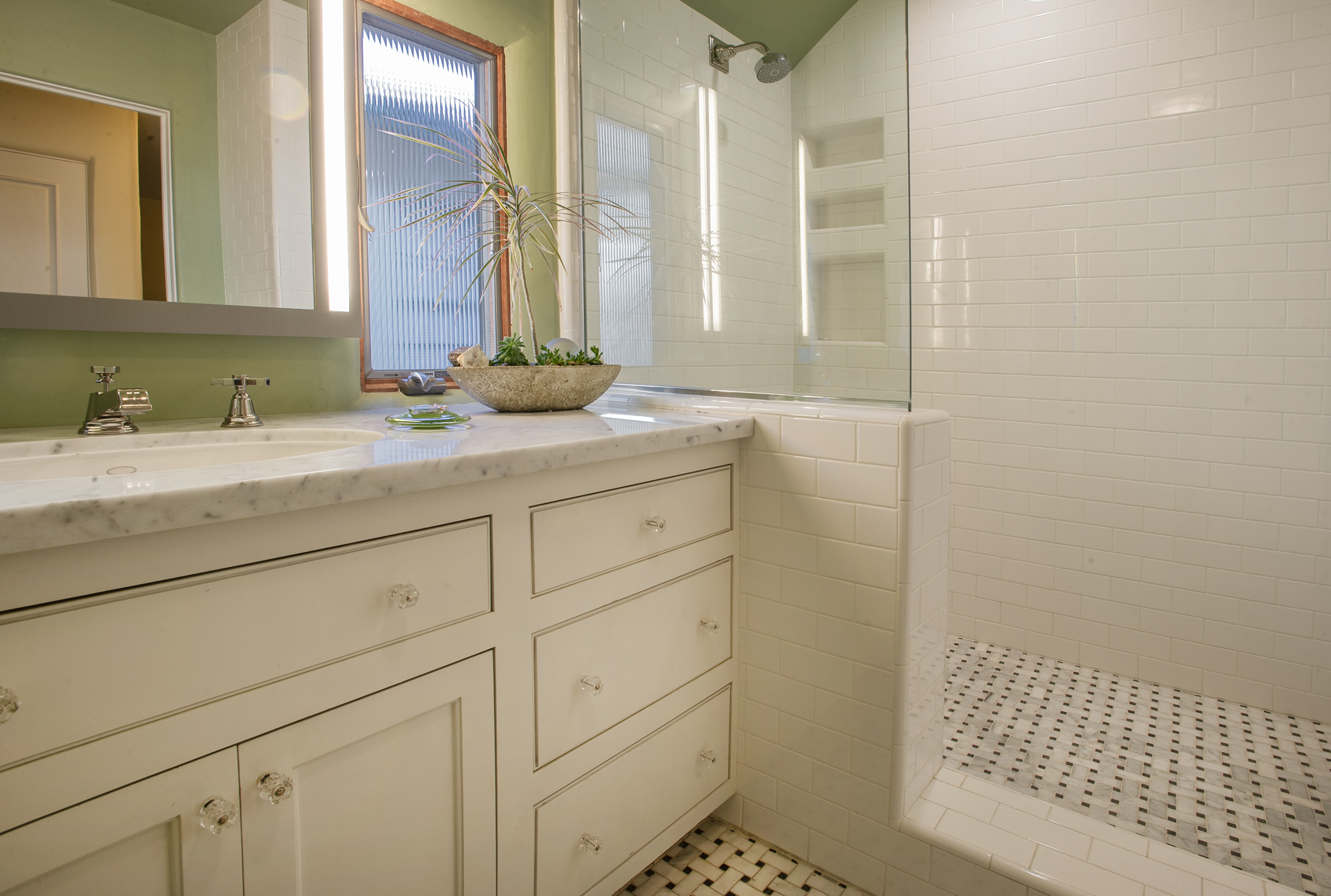 Cutter, Hall Bath.jpg