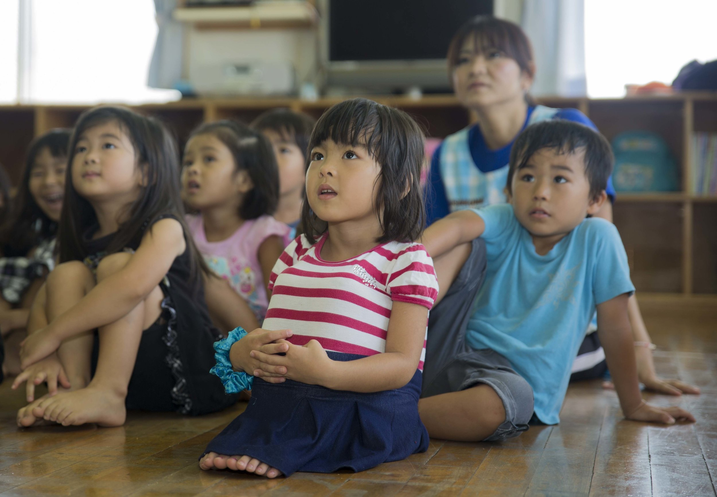 Marines_teach_English_to_Okinawa_students_through_song,_play_during_new_program_140919-M-PJ295-339.jpg