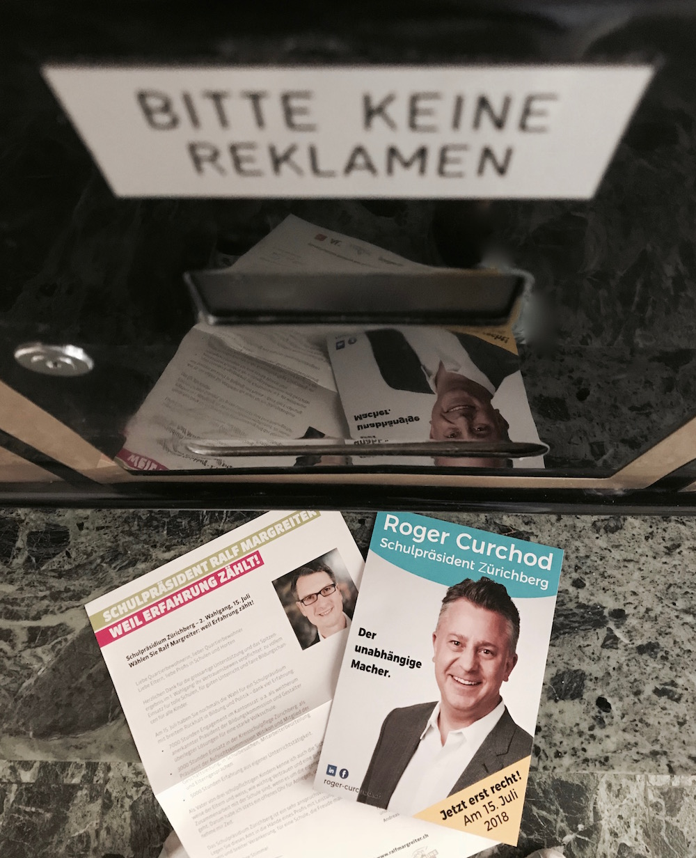 """Potentielle Schulpräsidenten im Briefkasten: """"Bitte keine Reklamen"""" wird übergangen. Zum Glück sind bald Sommerferien."""