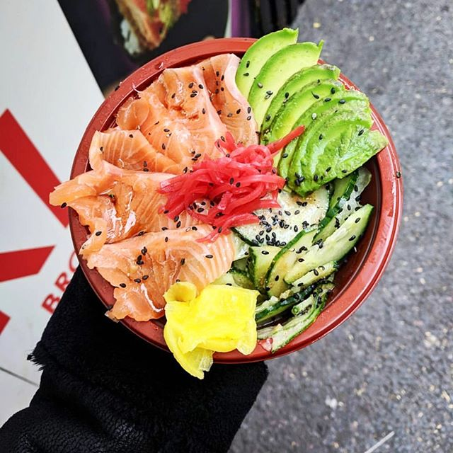Get yourself down to @broadwaymarket today and try our Salmon-Avocado Rice Bowl 😍 We'll be here all day until 4.30, come and say hi! 🍣  #broadwaymarket #salmonricebowl #salmon #avocado #ricebowl #sushi #sushihandroll #handroll #london #hackney #londonfields #streetfood #broadway #market