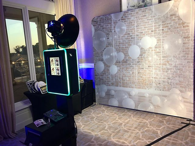 Boothing it up tonight at @woodmontcountryclub in Rockville for a 70th birthday party. Shout out to our homie @styluschris who'll be holding down the tunes this evening. The client went with a 4x6 2 picture template, our rustic white balloon backdrop and uplighting for the room (which we also offer. 👊🏽) If you have any questions, feel free to check out www.photoshootfreshdc.com or send us a message! #photoshootfreshdc