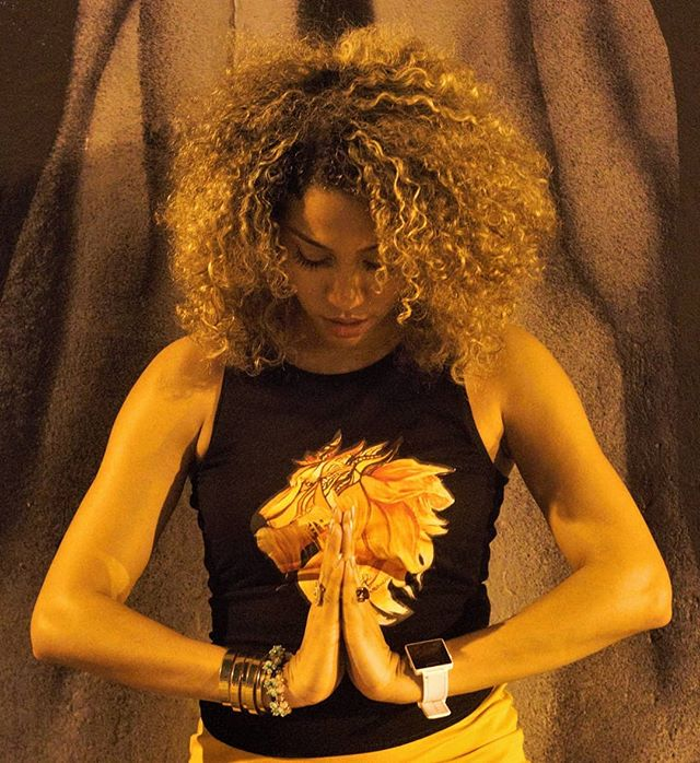 Wild Mane  Muse/Model @thelovebot @projectlovebot  Capture by @visualist412 @visualistdepiction  #visualistdepiction #visualistphotography #nightphotography #streetphotography #nightlights #lionessmane🦁 #strongwoman #beautiful #afro #dominicana #lioness #meditation #selfrealization #depictions #visualistdepiction