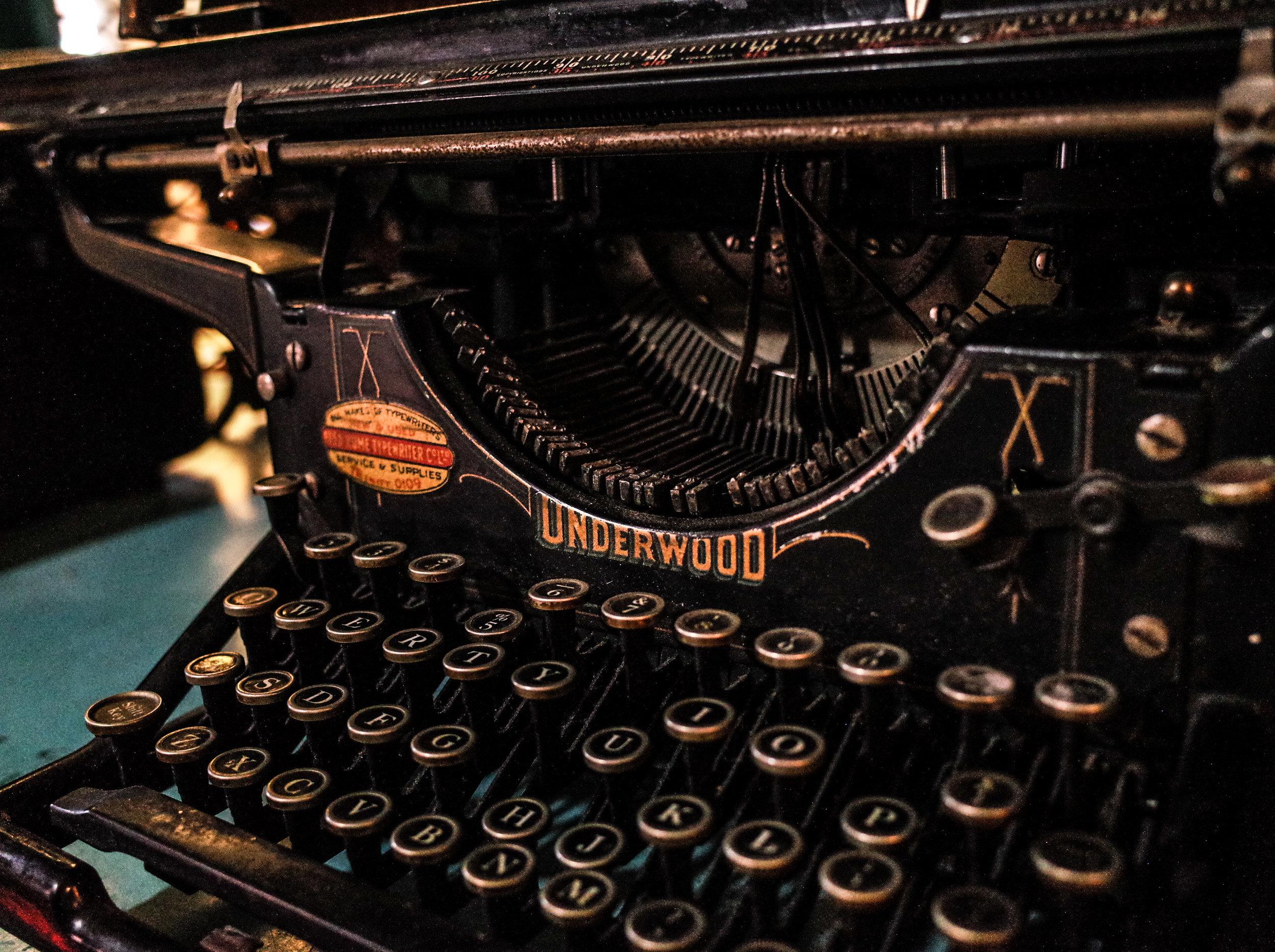 underwood-traditional-typewriter.jpg