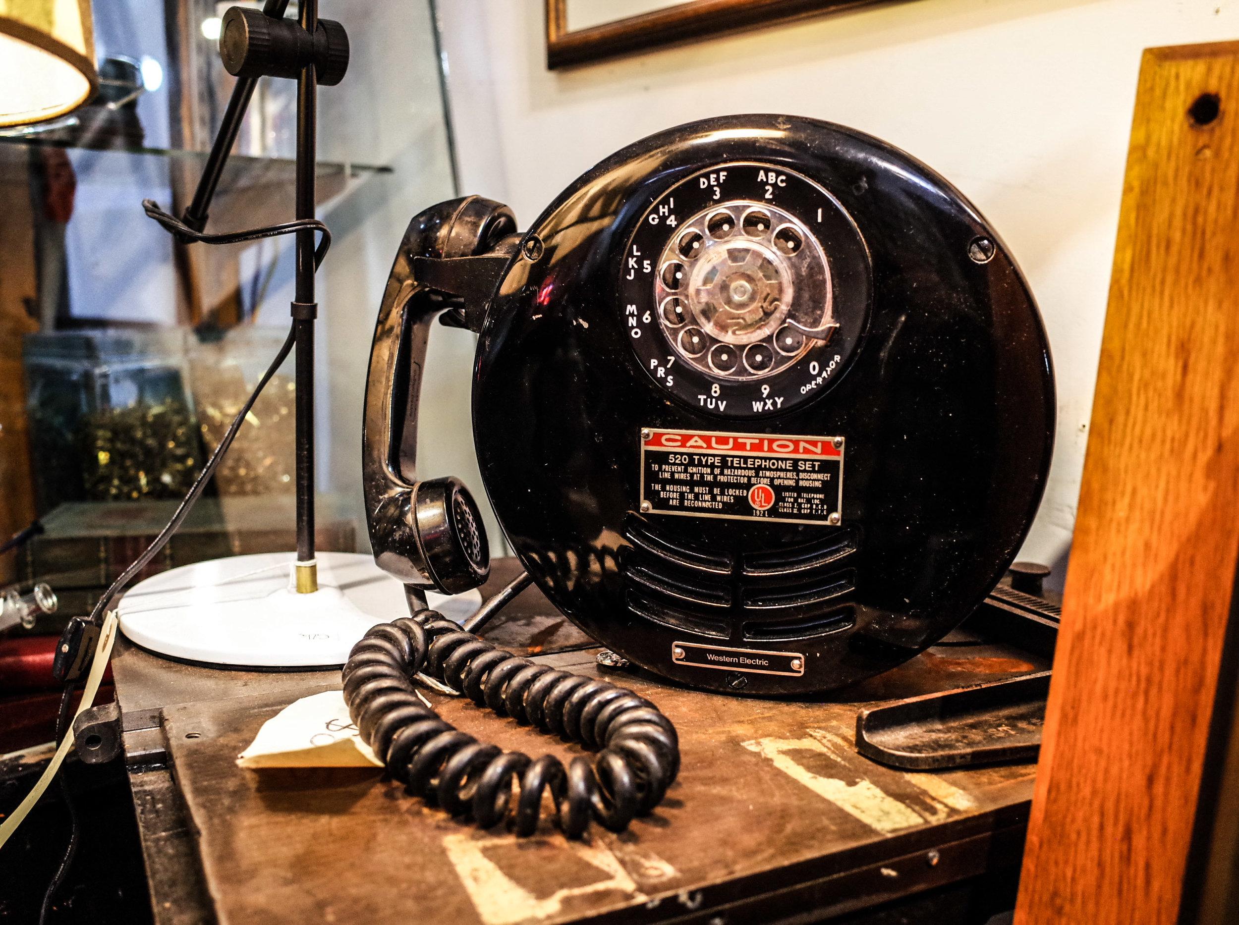 520-telephone-set.jpg
