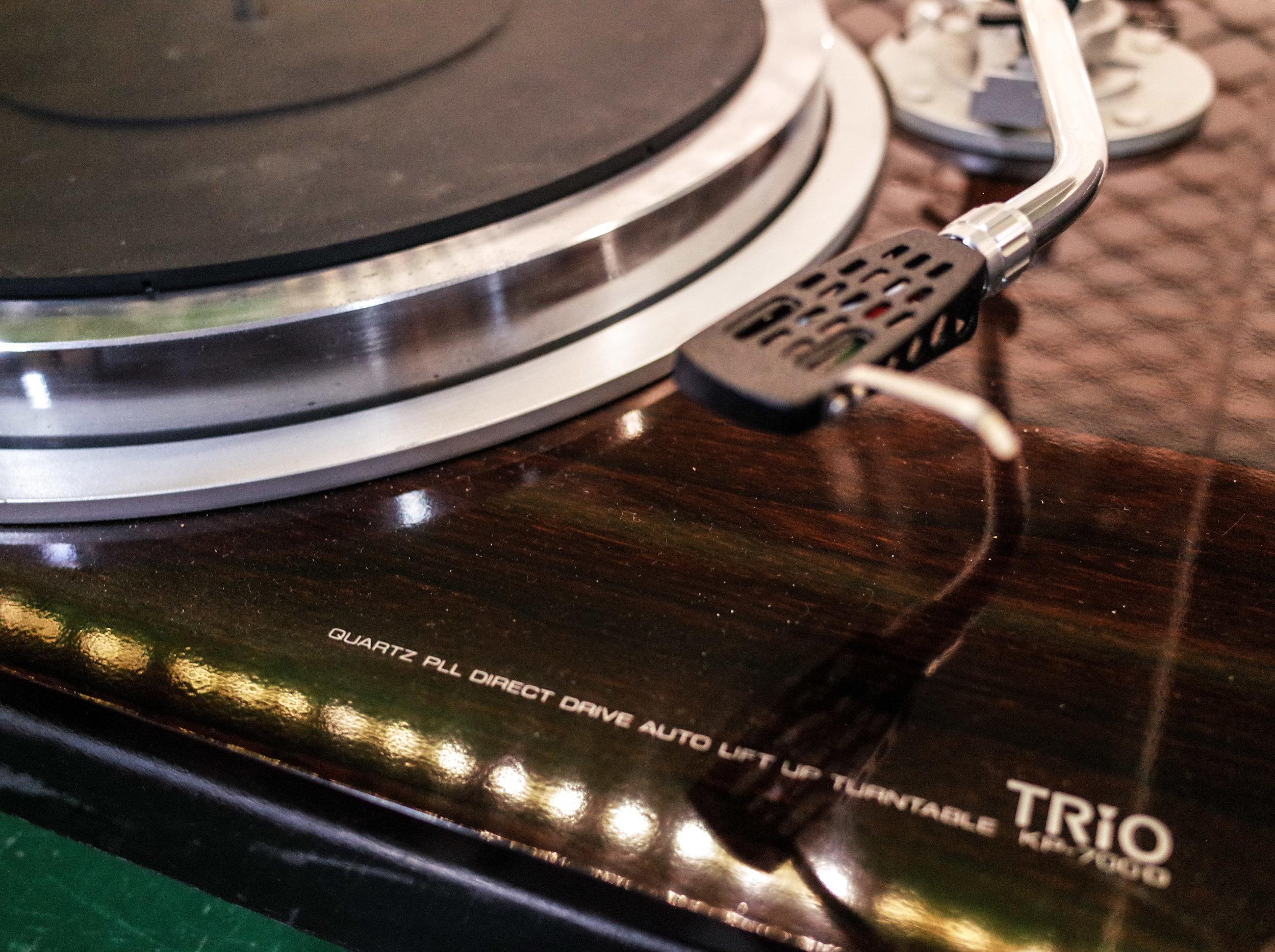 trio-kp-7000-wood-record-player.jpg