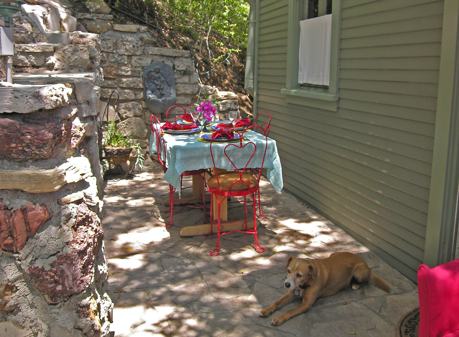 Cabin_bk_yard_table_1500.jpg