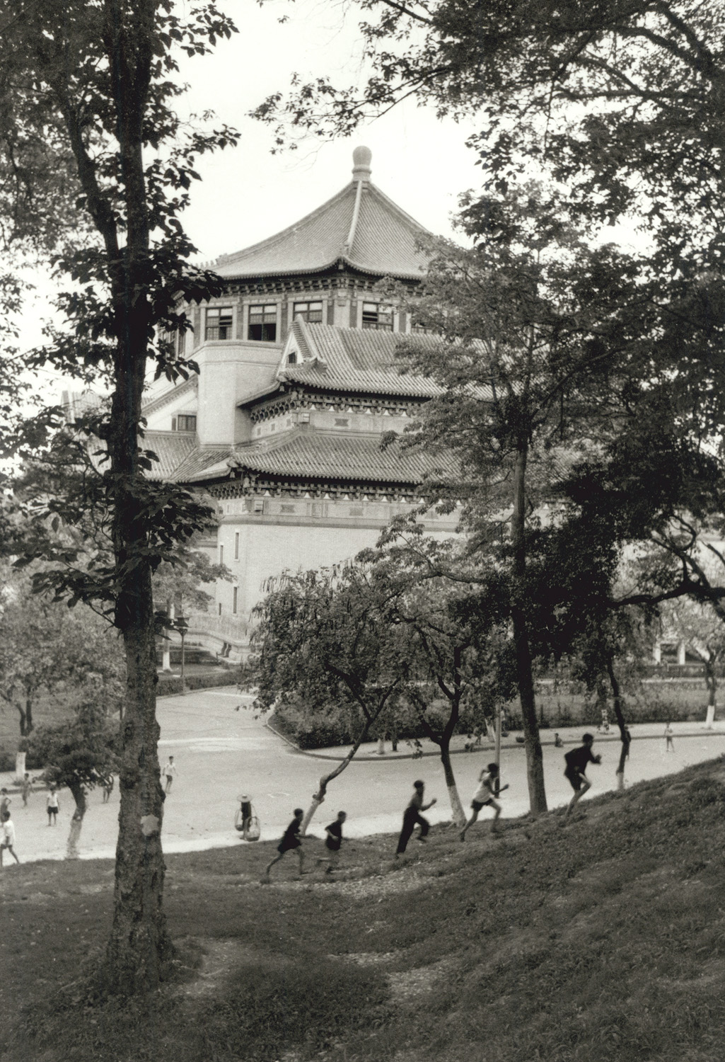 Children play behind the memorial centre to Sun Yat-sen, founder of the 1912 Republic after the fall of the Ching dynasty. Canton, Kwangtung, south China, May 1956.  (RDH C001-09)