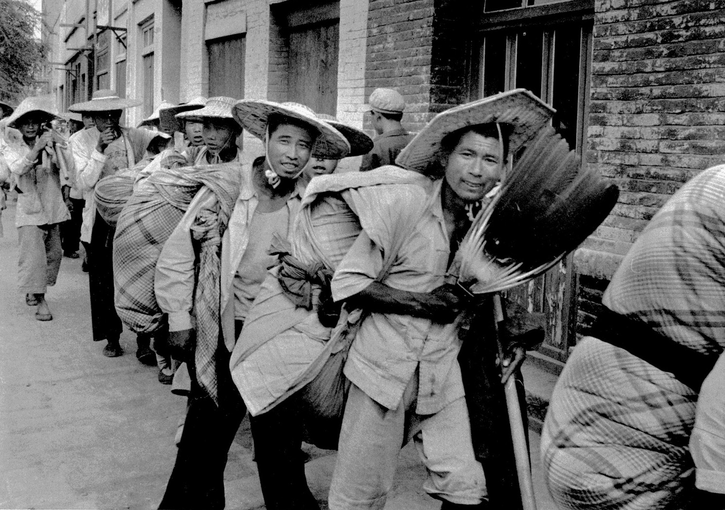 Peasants trek to a train at Lanchow for far west jobs. China, July 1956. (RDH C156-14)