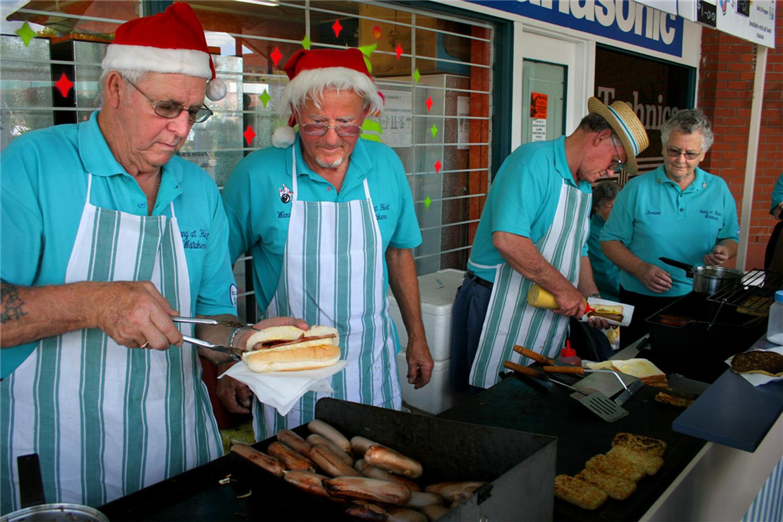 Sausage sizzle, Christmas Parade, Community Centre, 2 December 2005. (JBT6490)