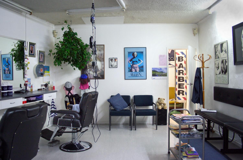 Peninsula Barber Shop, Harbour View Road, 14 June 2005. (JBT3277)
