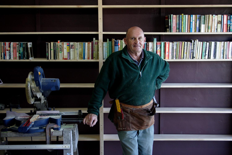 Graeme Smith, Off the Shelf Books, 570 Te Atatu Road, 6 June 2006. (JBT13348)