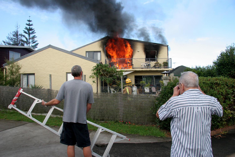 House on fire, Renata Crescent, 27 March 2005. (JBT11)