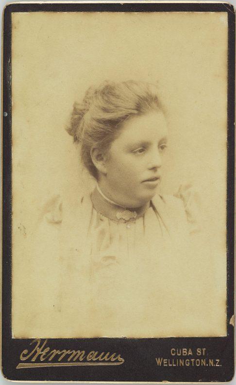 Young woman , 1890s, Herrmann studio, Wellington. Gift of Derek Noble. Te Papa (O.004613)