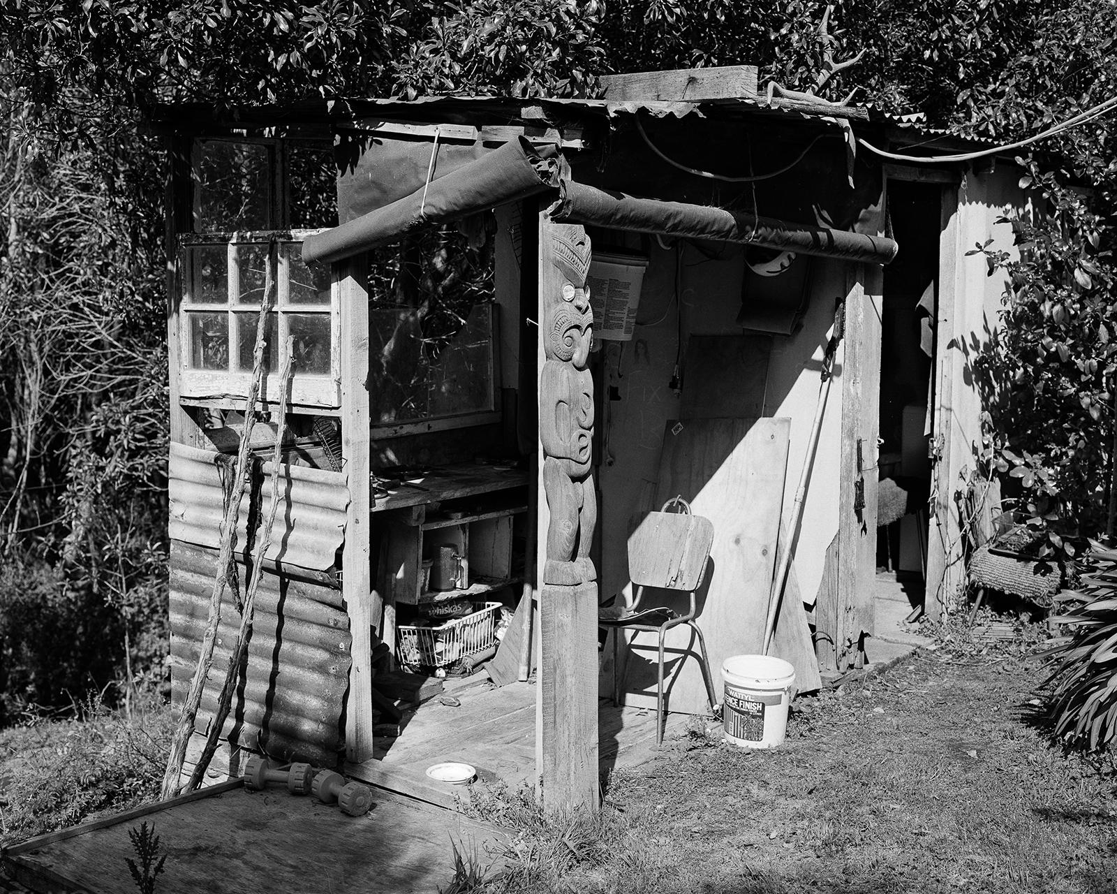 Ellie Waters,  Carving Hut in Rewi Couch's Garden  from  Ko te whanga ko au; Ko au ko te whanga .