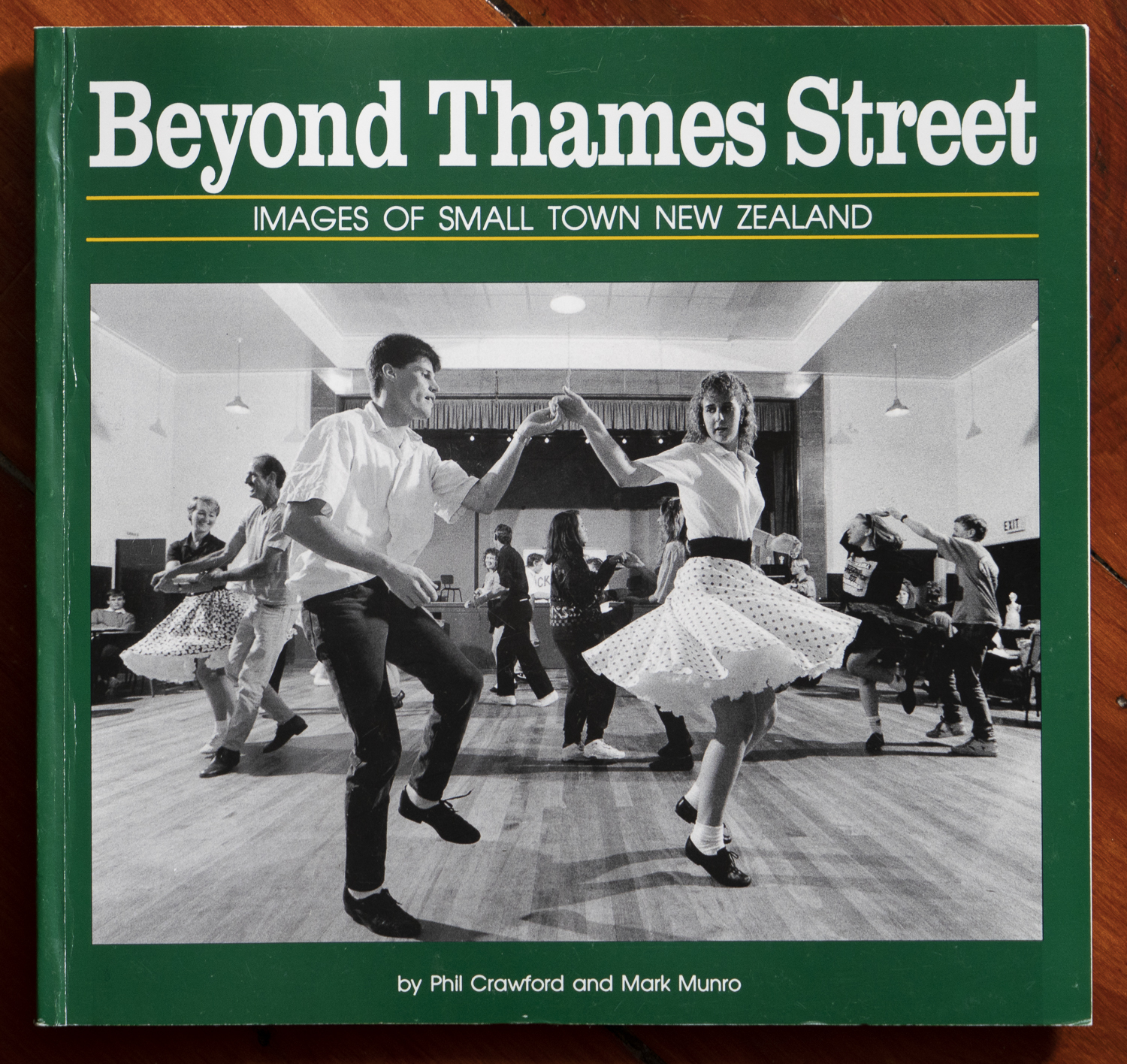 """Cover of  """"Beyond Thames Street"""" by Phil Crawford and Mark Munro. Published 1993"""