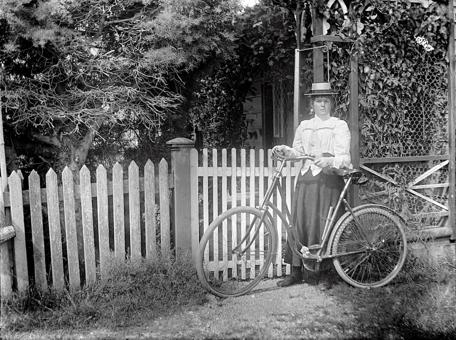 Woman posing with bicycle. New Zealand circa 1907-1916. Lemuel Lyes Collection.